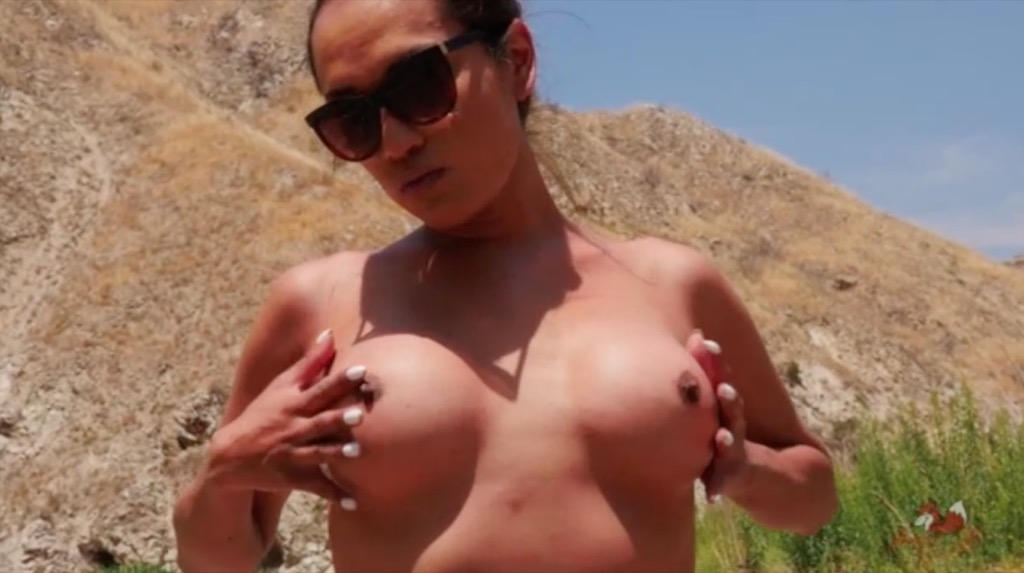 Jessica celebrates the 4th of july by stroking her penish under